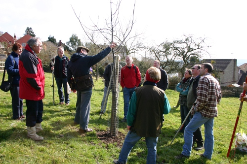 Les delivering his popular 2-day orchard course